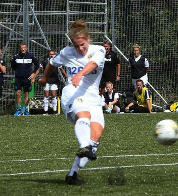 Abby Parkin playing for Leeds United FC